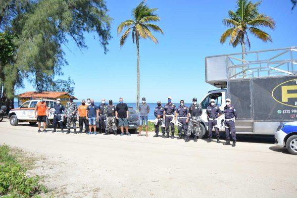 Equipes municipais participaram da ação na orla.