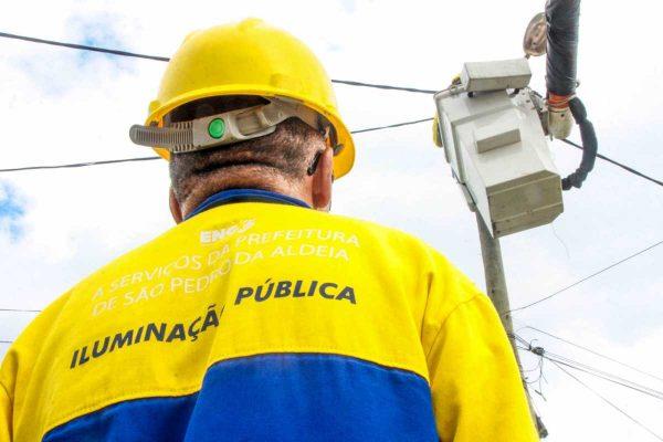 Mais de 800 pontos de iluminação pública recebem manutenção