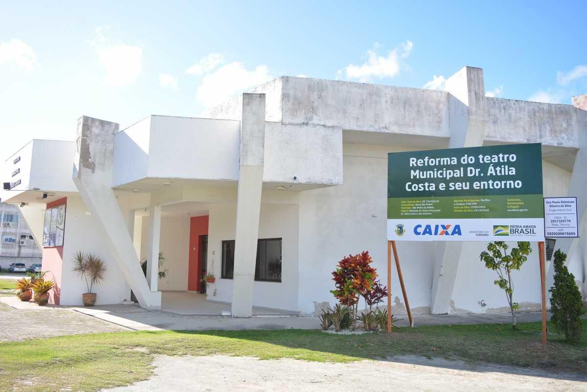 Teatro Municipal recebe obras de reforma