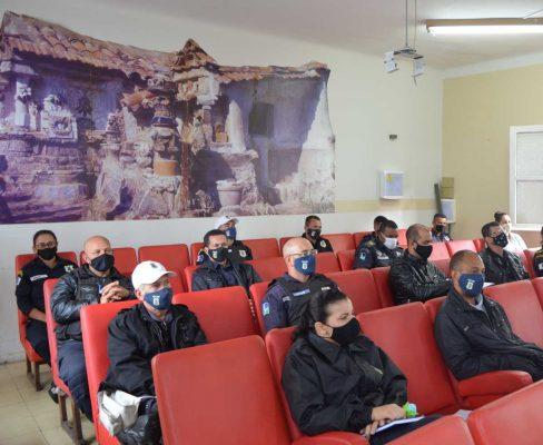 Para não gerar aglomeração, a Assistência Social e a Guarda Municipal aldeense dividiram o encontro em três reuniões.