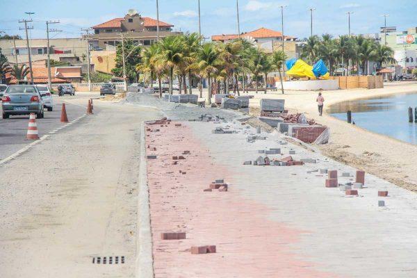 Aproximadamente 1.300 metros do calçadão da Praia do Centro já estão concluídos
