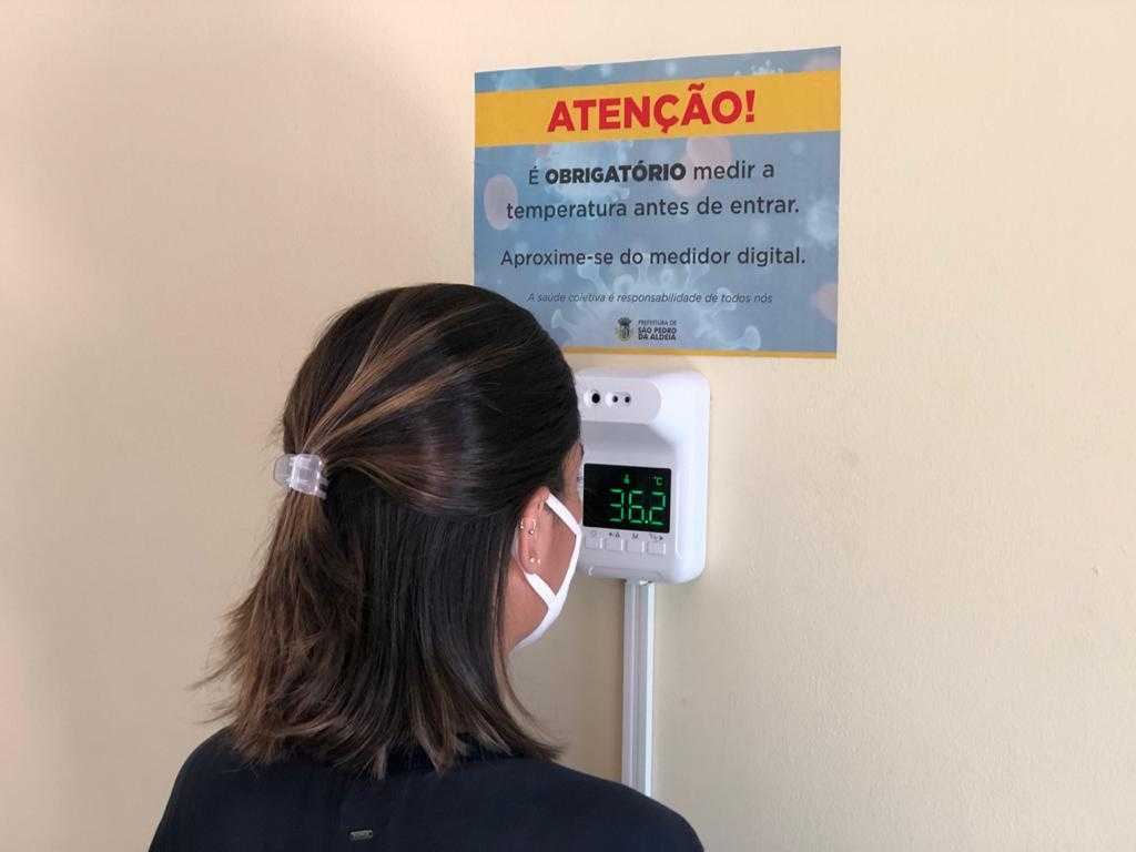 Prefeitura adquire termômetro digital para auxiliar combate à Covid-19