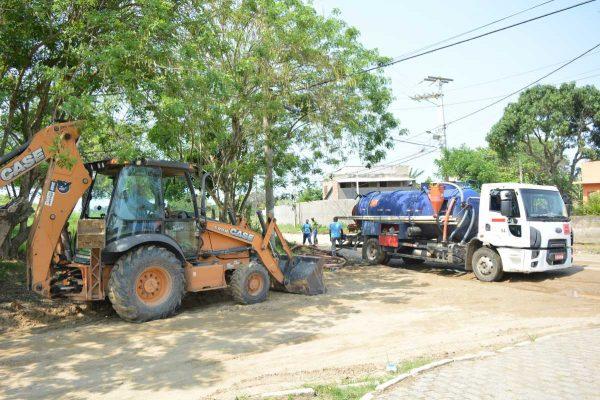 Flexeira e Rua do Fogo recebem ações de saneamento